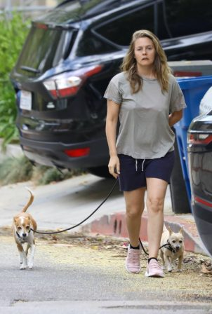 Alicia Silverstone - Walking her dogs in Los Angeles