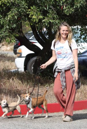 Alicia Silverstone - Walks her dogs with a friend in Los Angeles