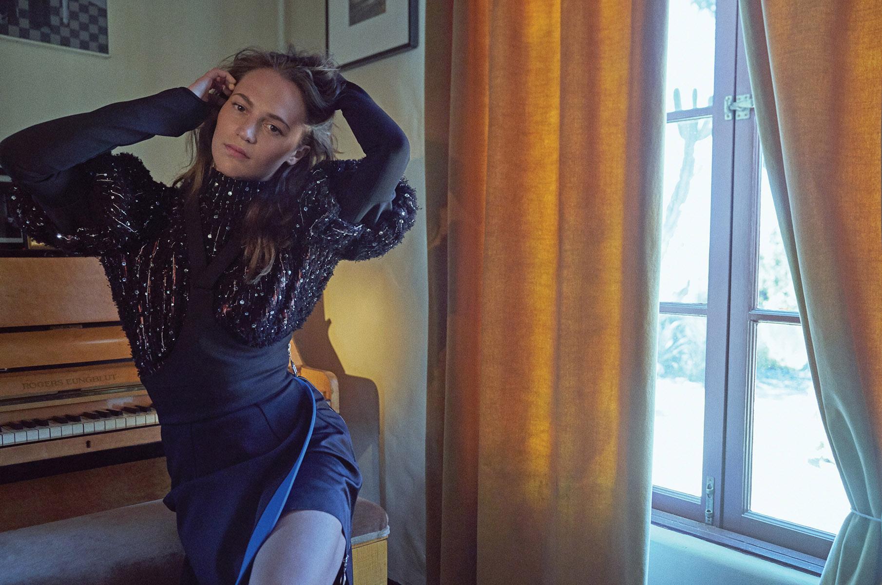 Alicia Vikander 2019 : Alicia Vikander – Elle Magazine (Korea – November 2019)-02