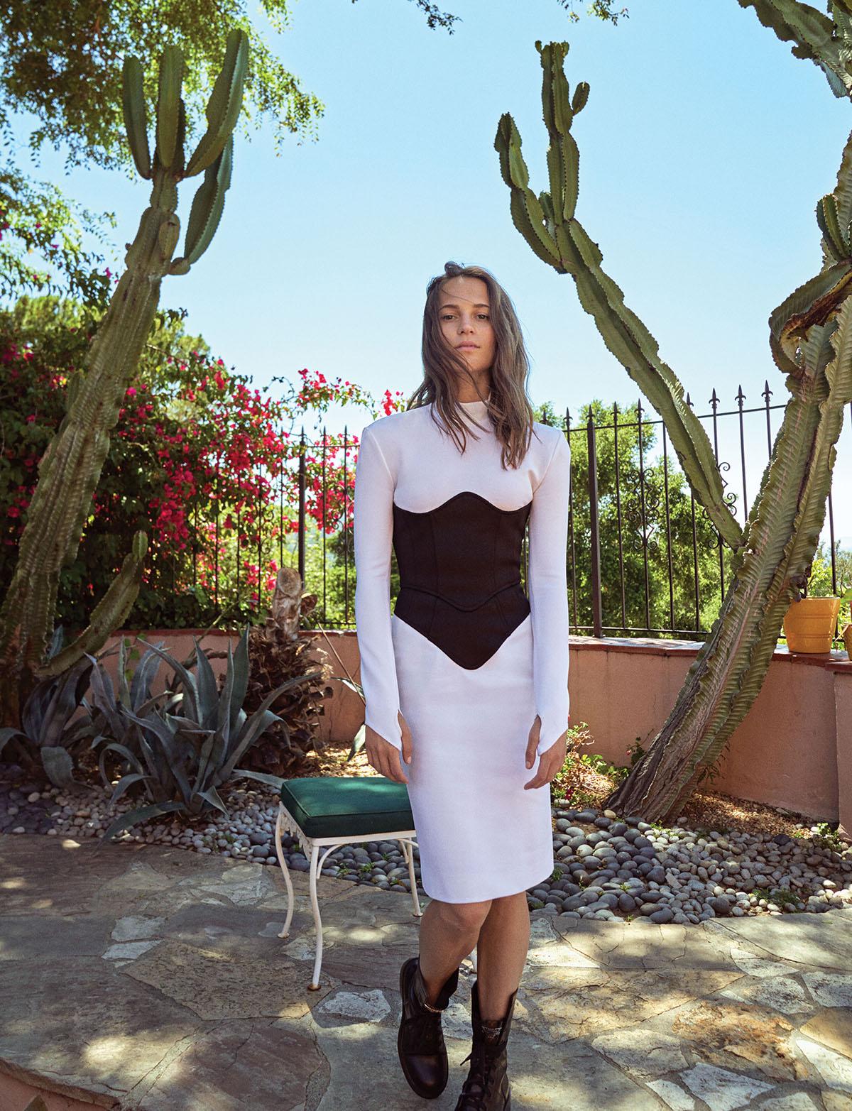 Alicia Vikander 2019 : Alicia Vikander – Elle Magazine (Korea – November 2019)-04