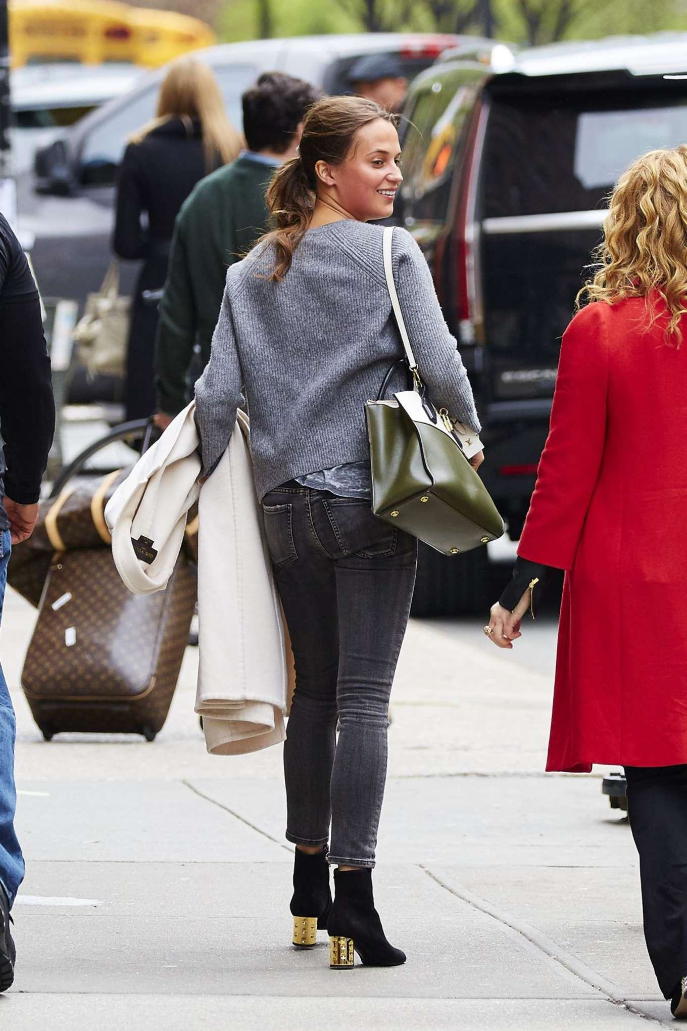 alicia vikander in jeans leaves her hotel 01 gotceleb