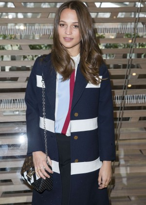 Alicia Vikander - Louis Vuitton Fashion Show 2016 in Paris