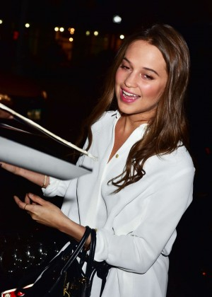 Alicia Vikander - Signing autographs in NYC
