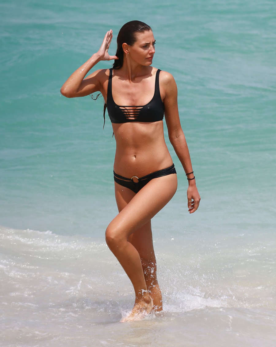 Alina Baikova in Bikini on the beach in Miami Pic 6 of 35