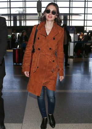 Alison Brie - Arrives at LAX Airport in LA