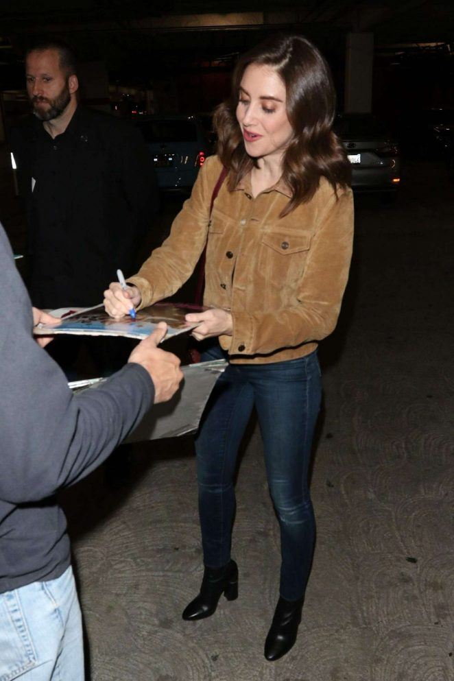 Alison Brie – Signs autographs for the fans outside ArcLight Theatre in Hollywood