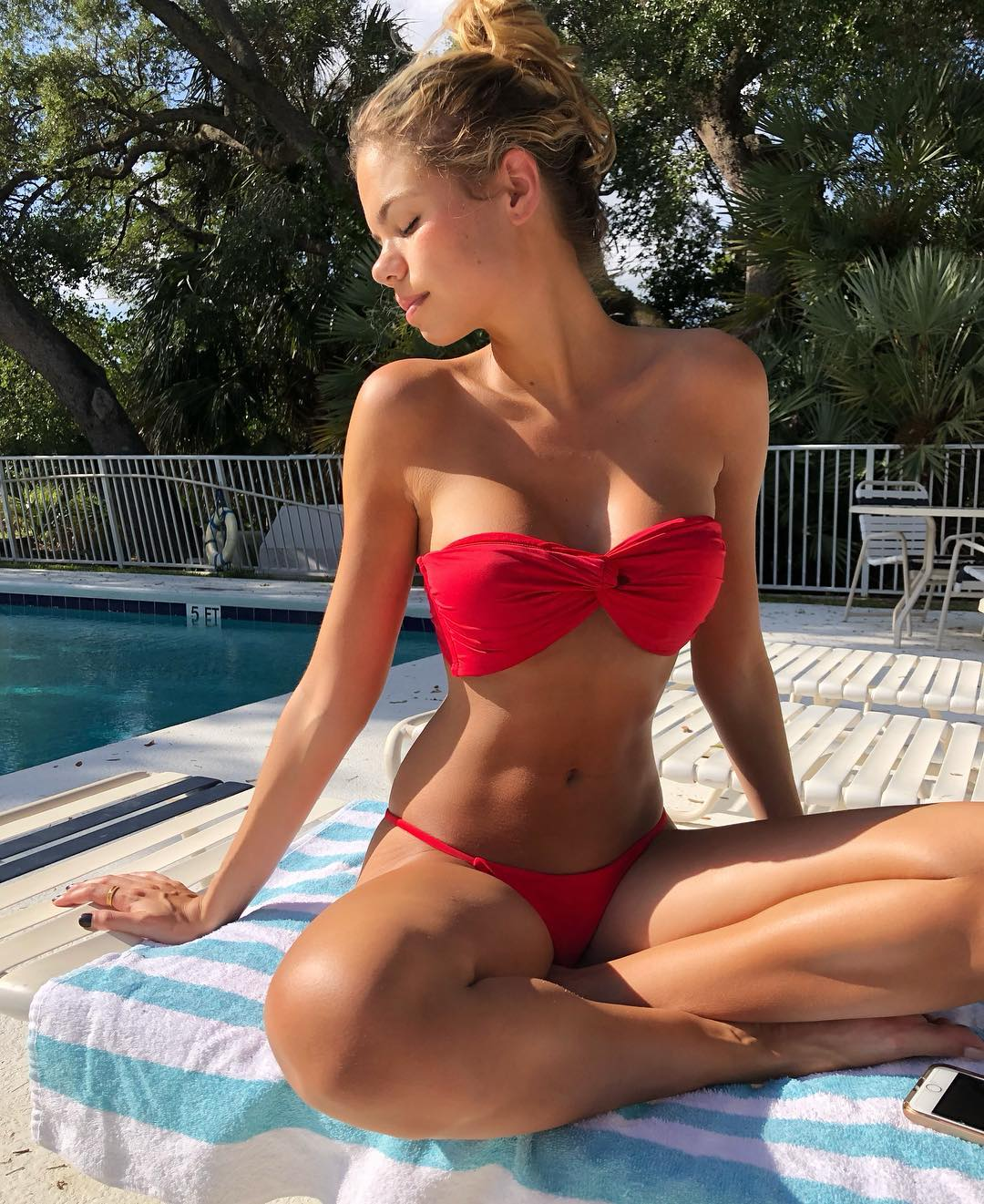 Alli Martinez - Social pics