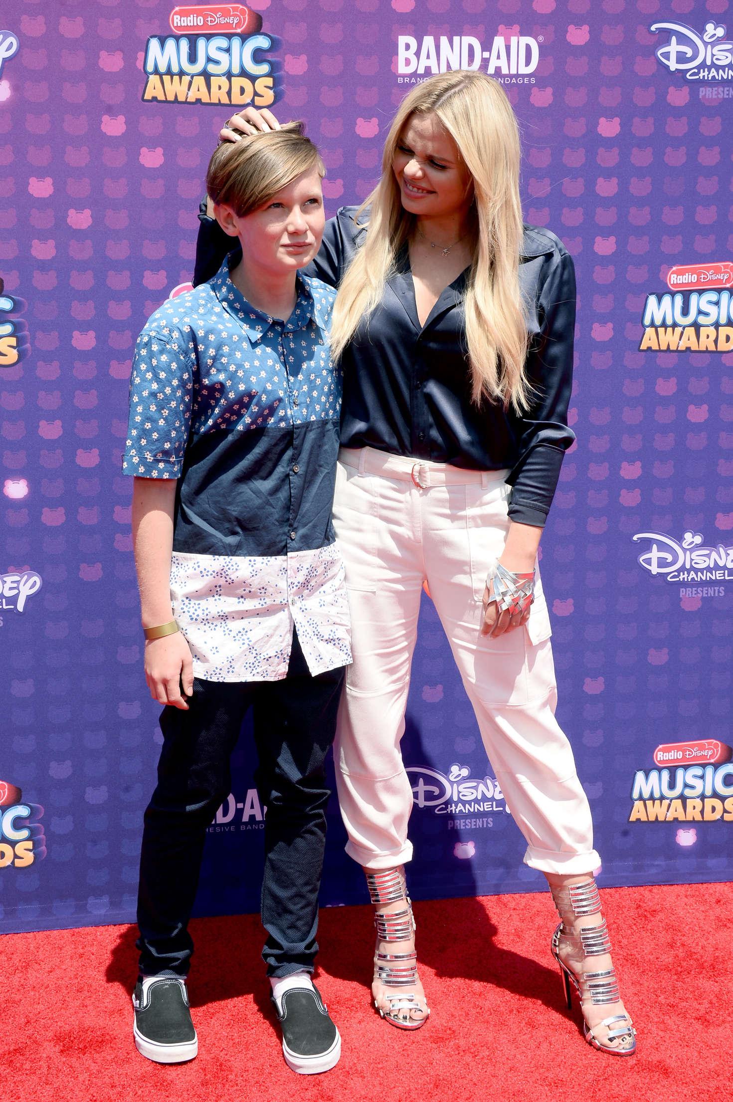 Alli Simpson 2016 : Alli Simpson: 2016 Radio Disney Music Awards -04