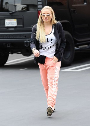 Alli Simpson - Headed to the gym in Los Angeles