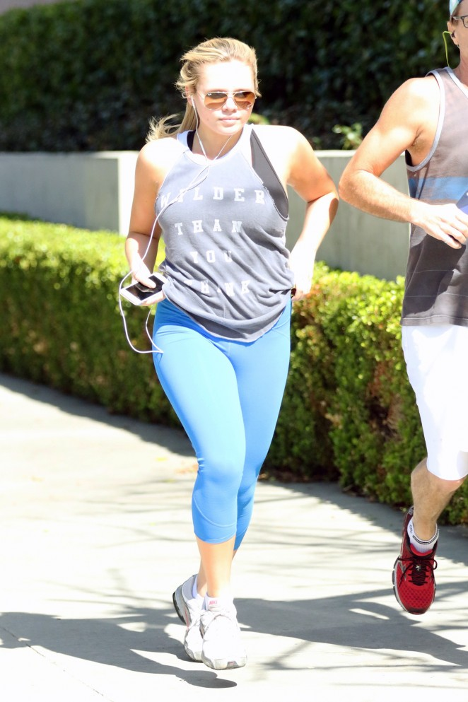 Alli Simpson in Tights Jogging -02