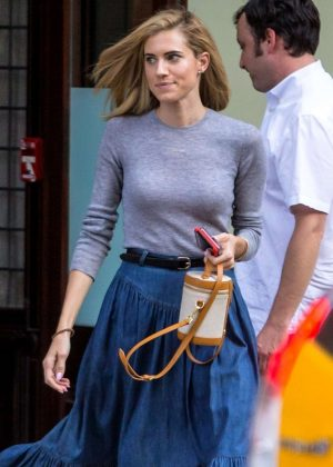 Allison Williams Leaves her hotel in NYC
