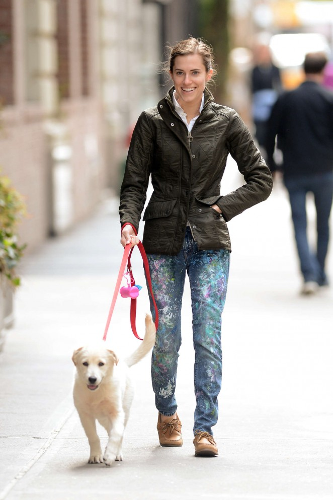 Allison Williams - Walking her dog in NYC