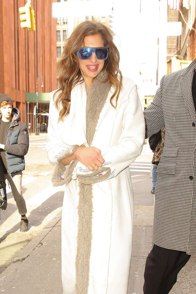 Alysia Reiner - Arriving at the Build Studios in NYC