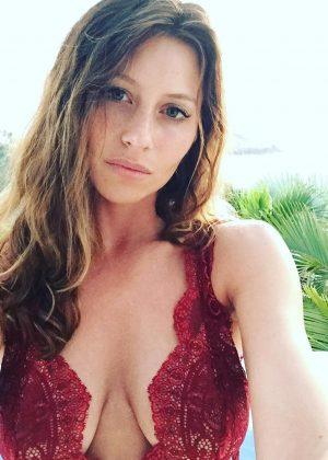 Alyson Aly Michalka Hot Personal Pics