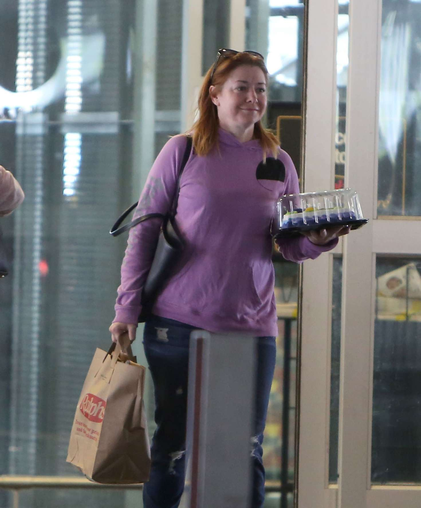 Alyson Hannigan: Buys A Cake For Her Husband Alexis