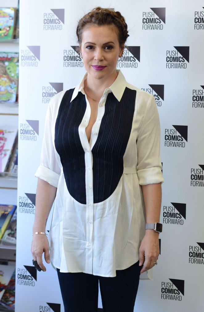 Alyssa Milano - 'Hacktivist Vol. 2' Signing at The Comic Bug in Manhattan Beach