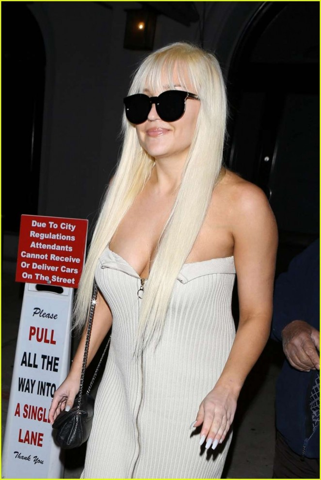 Amanda Bynes in White Dress at Craig's Restaurant in West Hollywood