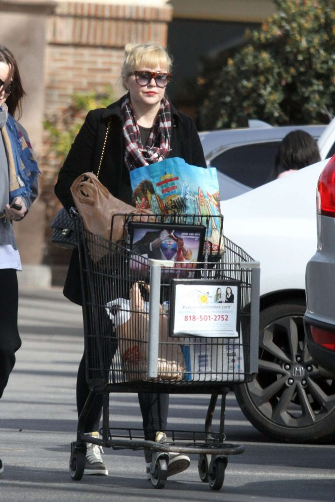 Amanda Bynes 2018 : Amanda Bynes in Black out in Santa Monica -06