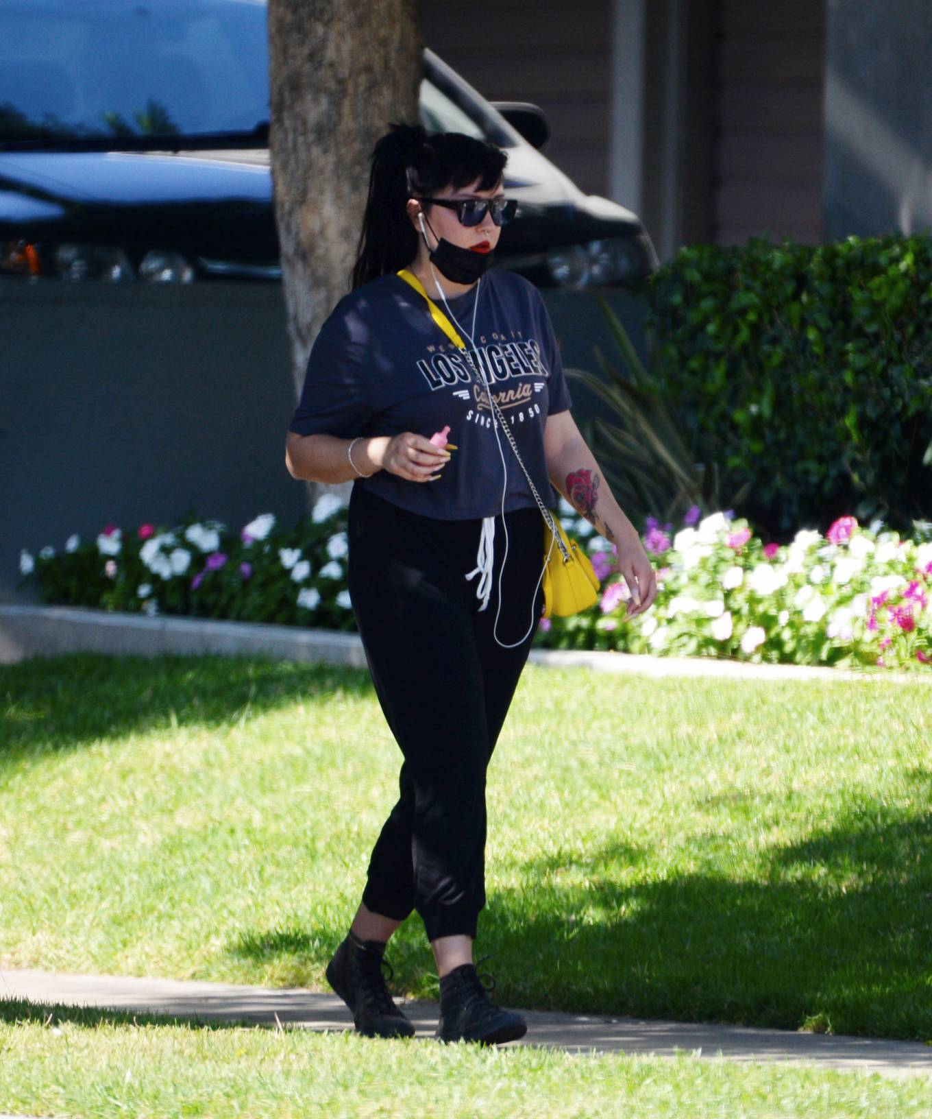 Amanda Bynes - Is spotted out for a stroll with Paul Michael in Los Angeles
