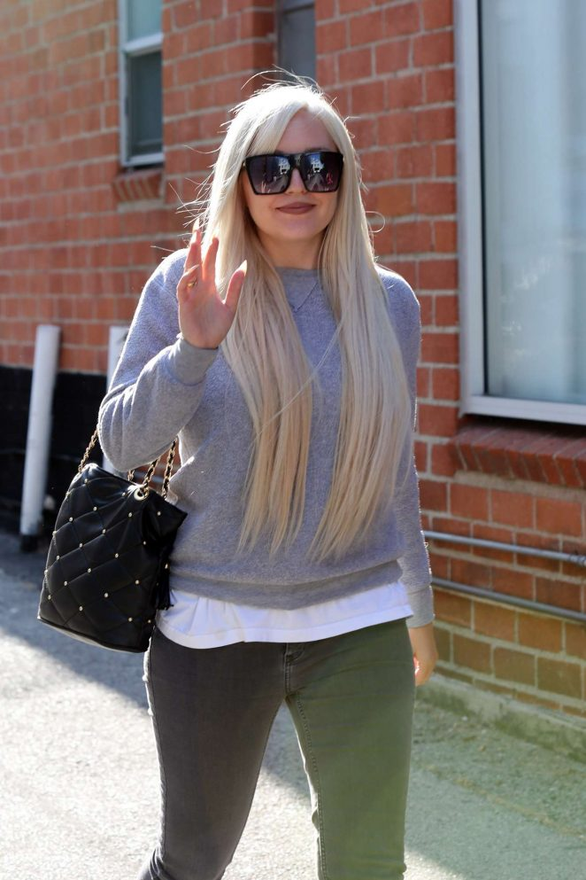 Amanda Bynes - Leaving GLAM hair salon in West Hollywood