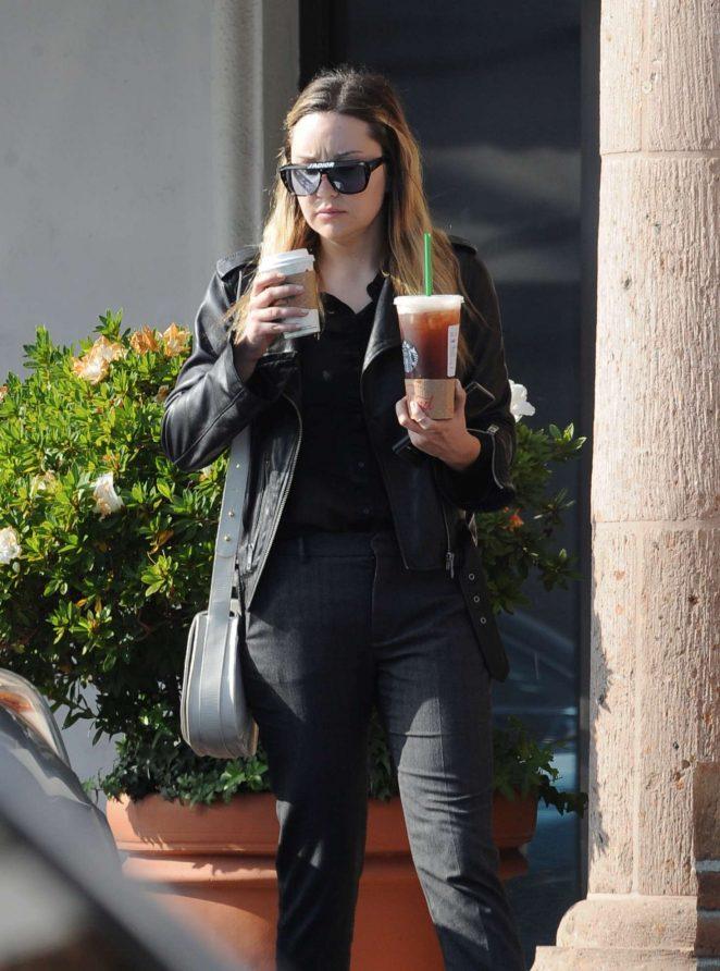 Amanda Bynes - Leaving Starbucks in Los Angeles
