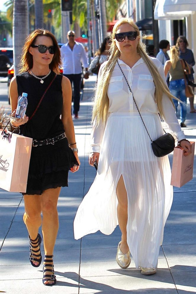 Amanda Bynes 2017 : Amanda Bynes shopping with a friend on Rodeo Drive -01