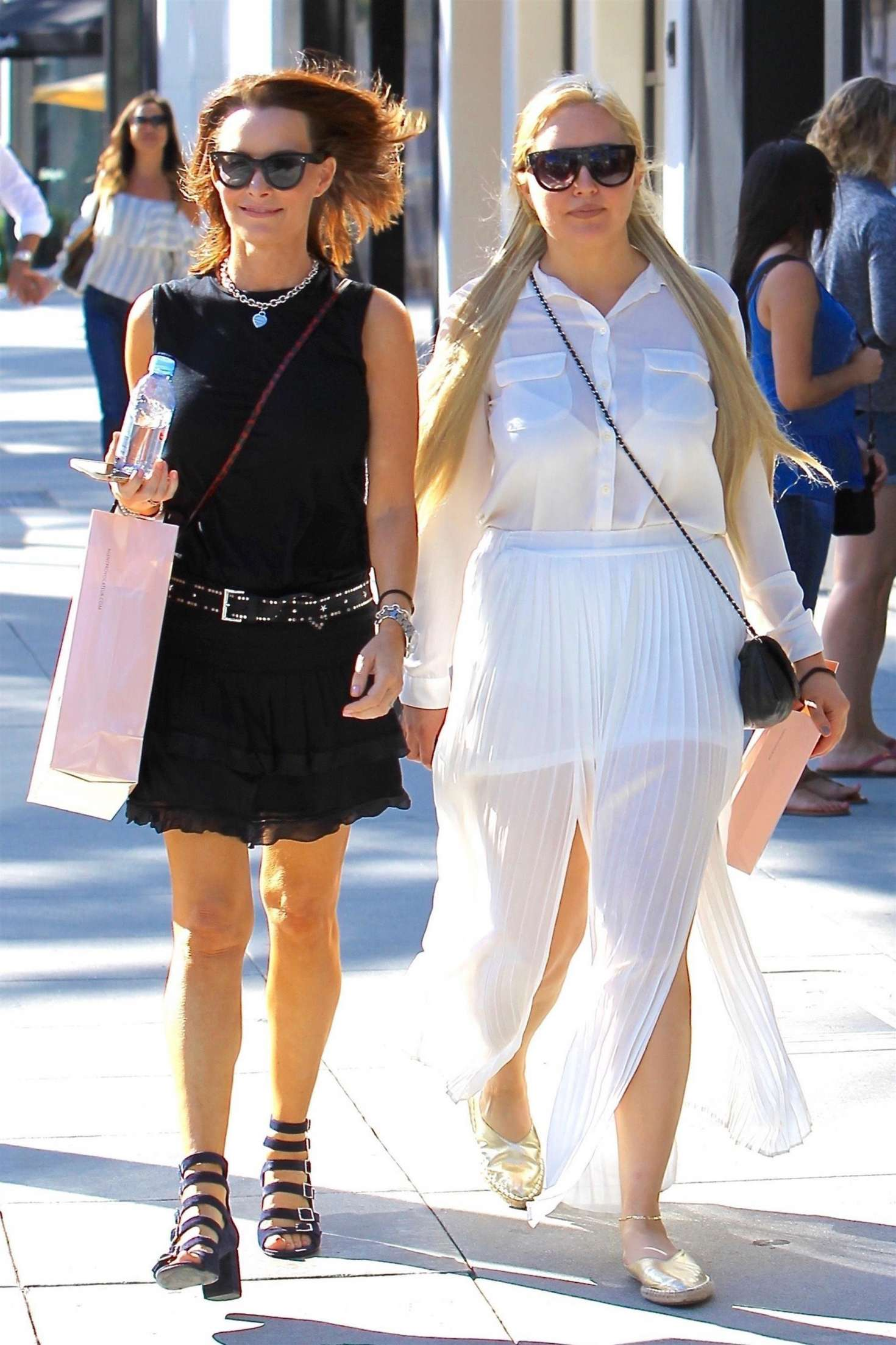 Amanda Bynes 2017 : Amanda Bynes shopping with a friend on Rodeo Drive -04