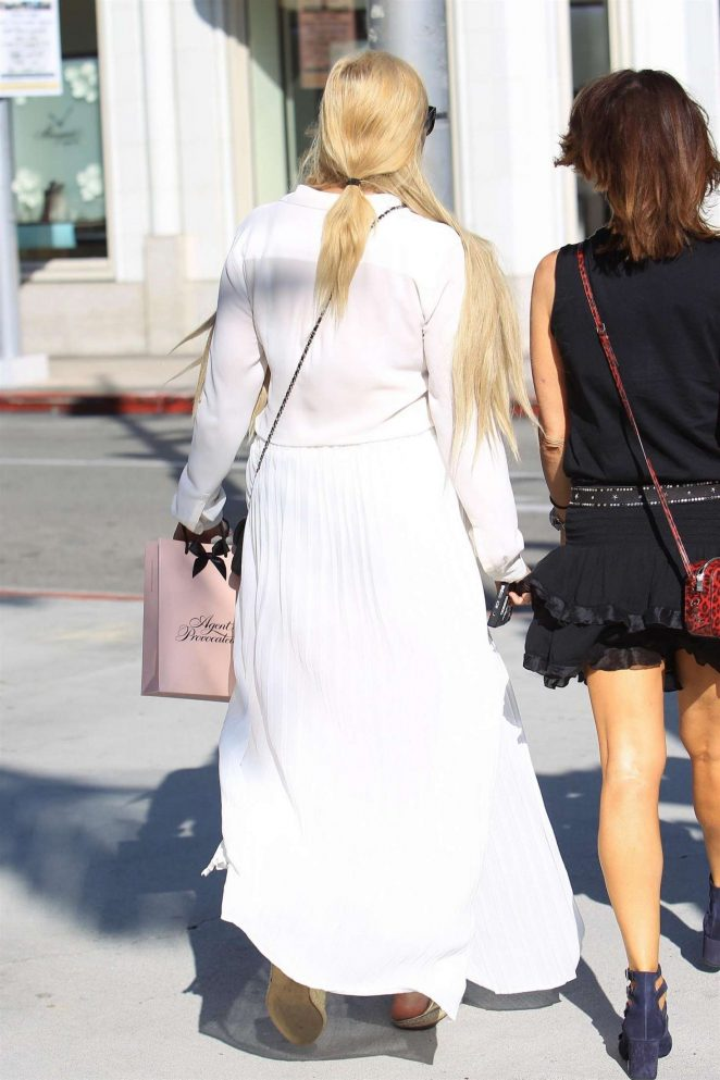 Amanda Bynes 2017 : Amanda Bynes shopping with a friend on Rodeo Drive -06