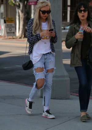 Amanda Bynes in Ripped Jeans Out in West Hollywood