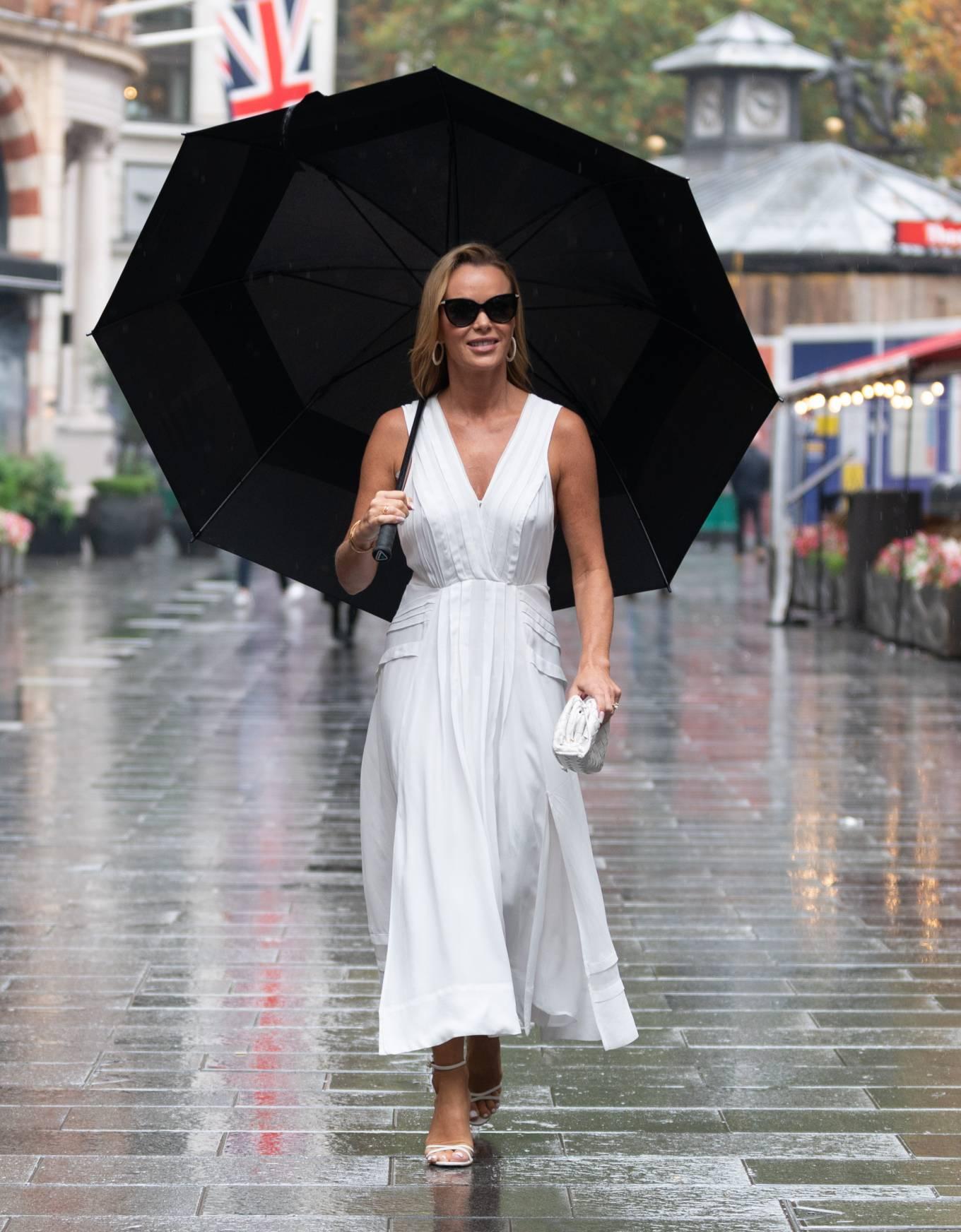 Amanda Holden 2021 : Amanda Holden – Seen at Global Radio in London-21
