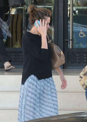 Amanda Peet - Shopping in Los Angeles