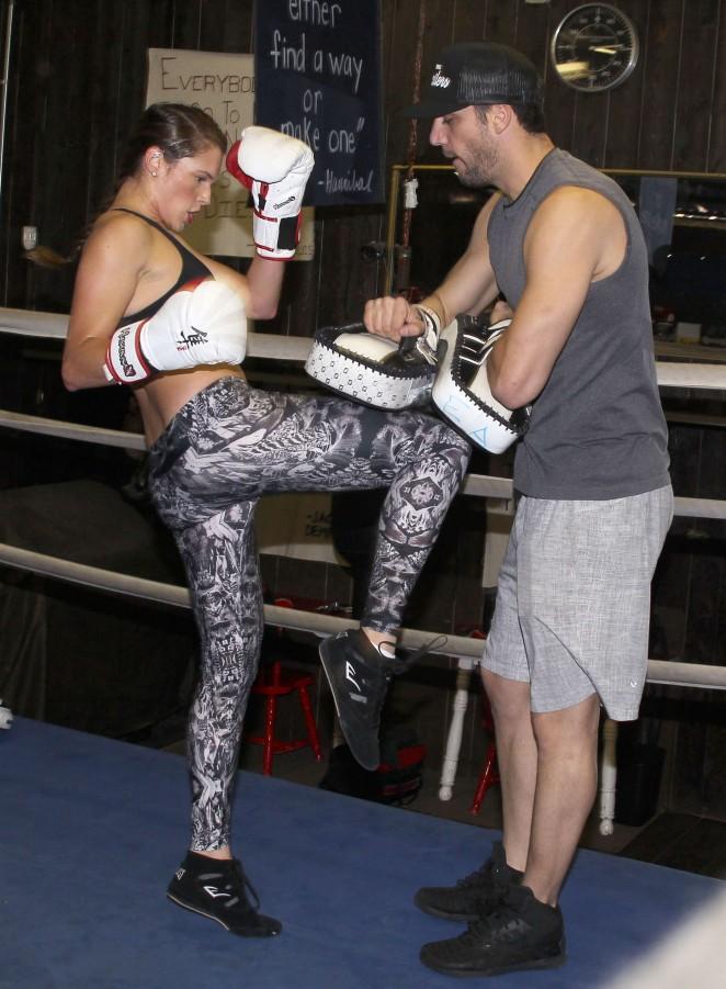 Amanda Righetti - Boxing to keep in shape in Santa Monica