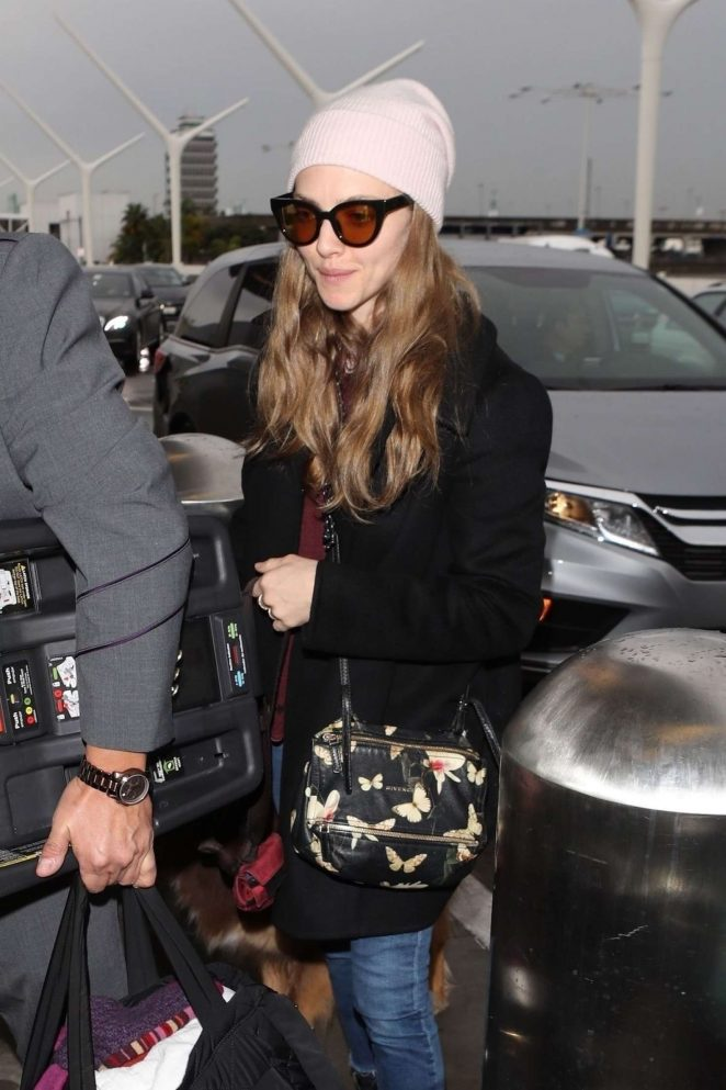 Amanda Seyfried - Arrives at LAX airport in Los Angeles
