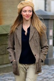 Amanda Seyfried - Filming the 1970s Thriller 'Things Heard and Seen' in NY