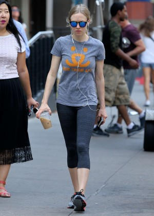 Amanda Seyfried in Tights Going to the gym in NYC