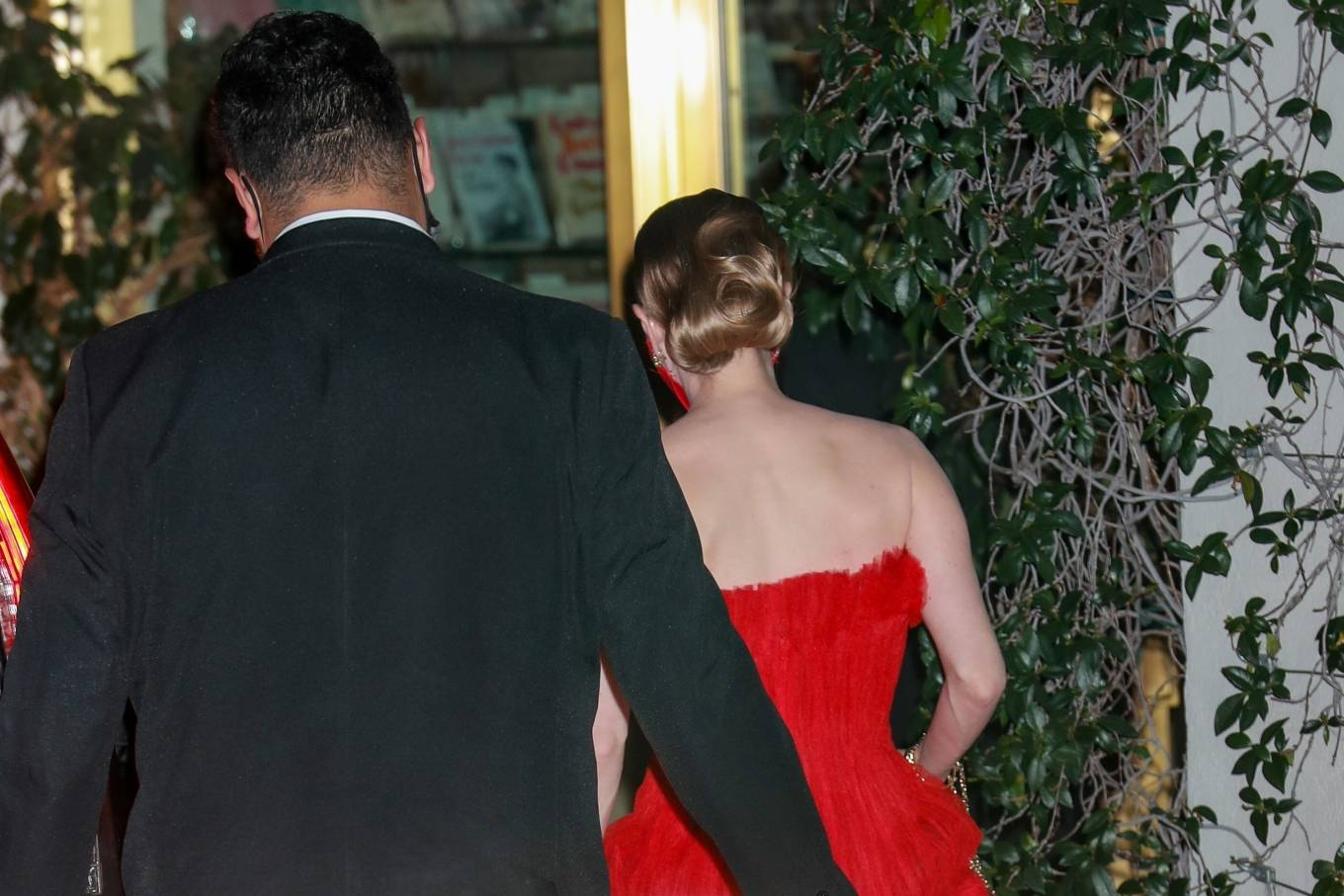 Amanda Seyfried 2021 : Amanda Seyfried – In a long red dress at 2021 Annual Academy Awards at Union Station in Los Angeles-07