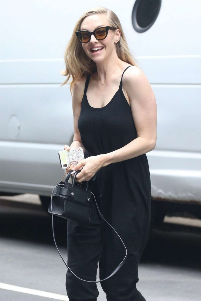 Amanda Seyfried in Black out in New York City