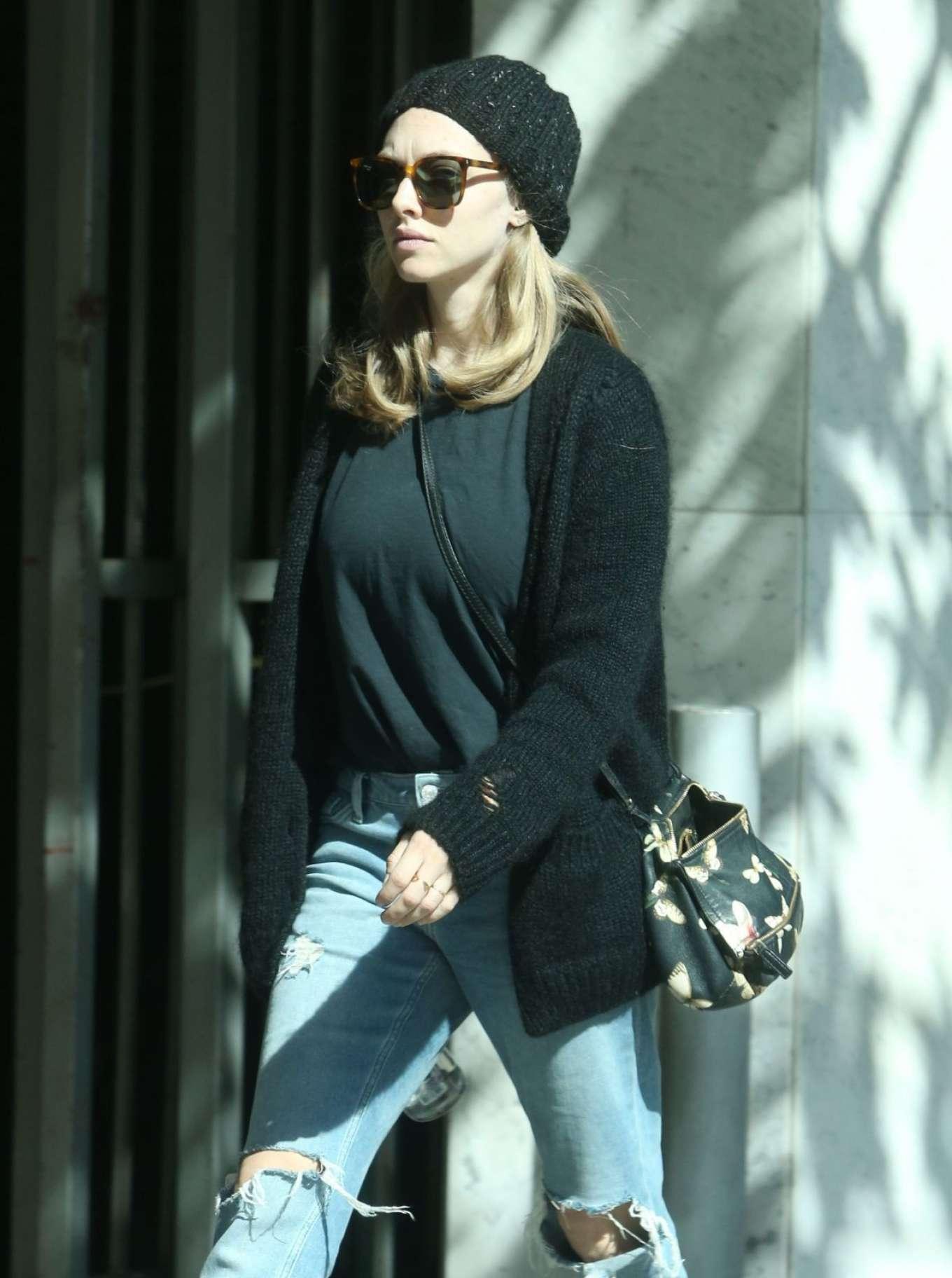 Amanda Seyfried Dr House amanda seyfried in jeans leaves knitting house in beverly