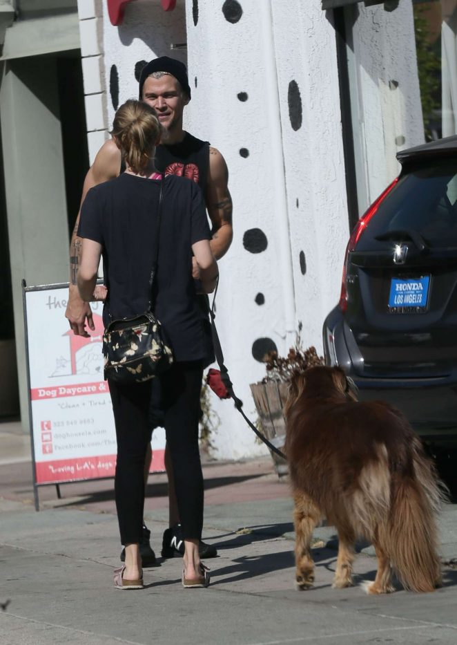 Amanda Seyfried in Spandex at The Dog House for daycare in Los Angeles