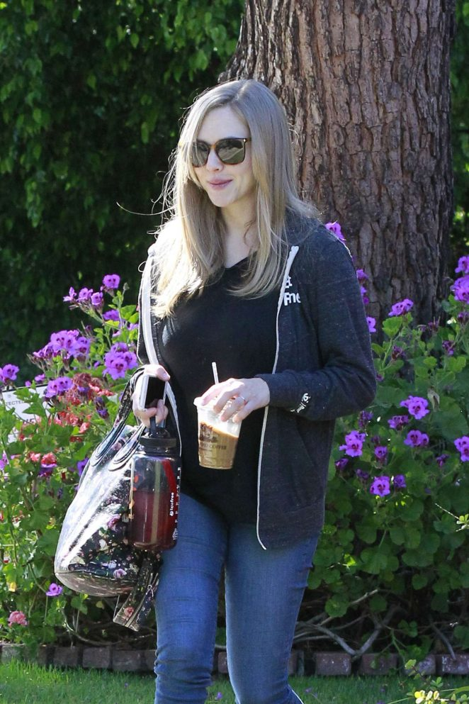 Amanda Seyfried Leaving a friends house -02