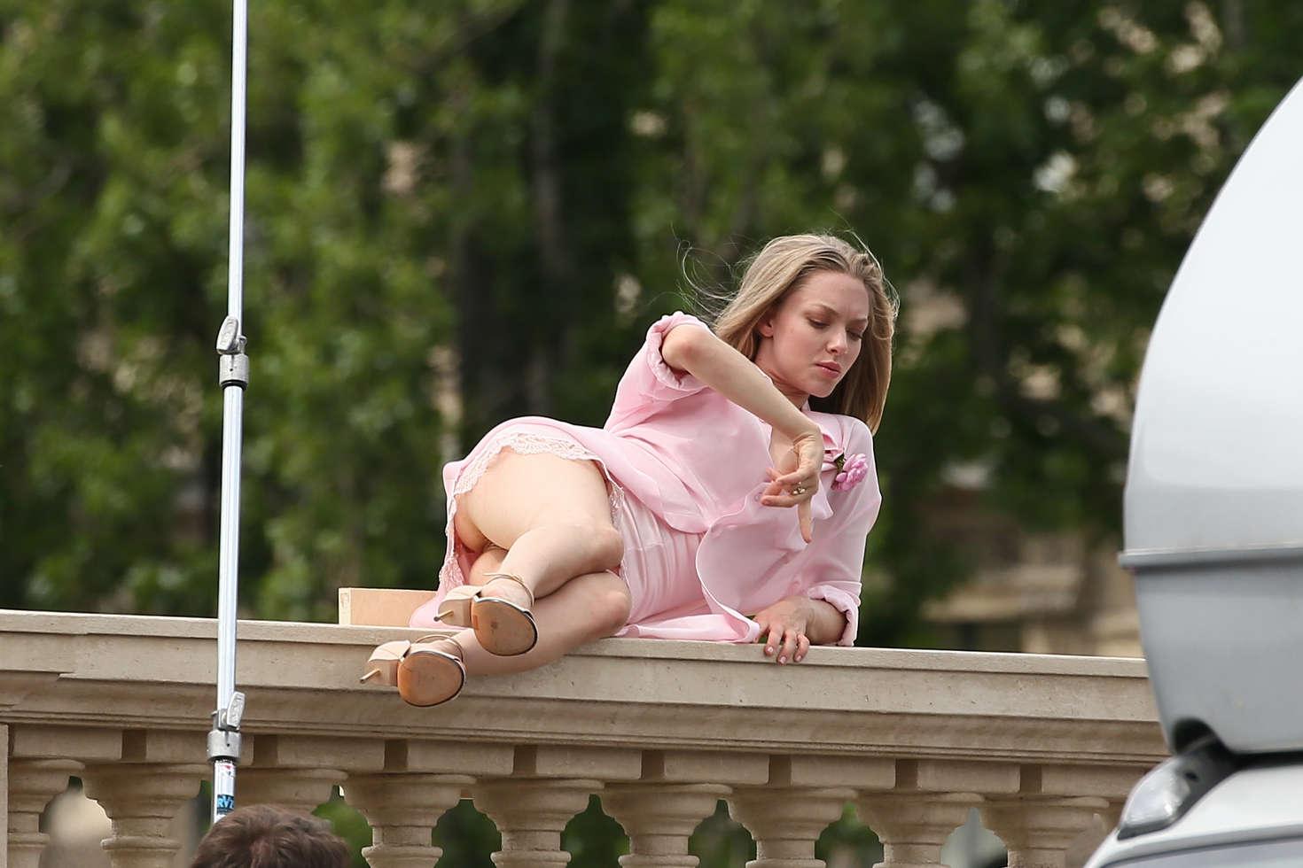 Amanda Seyfried on the set of a photoshoot -09 - GotCeleb