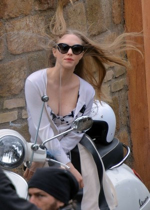 Amanda Seyfried - Photoshoot in Rome