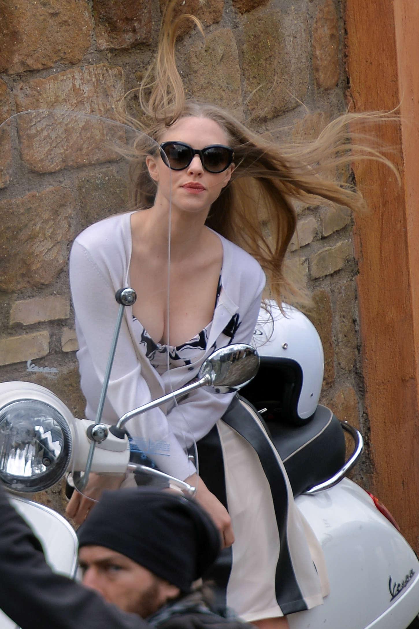 Amanda Seyfried - Photoshoot in Rome