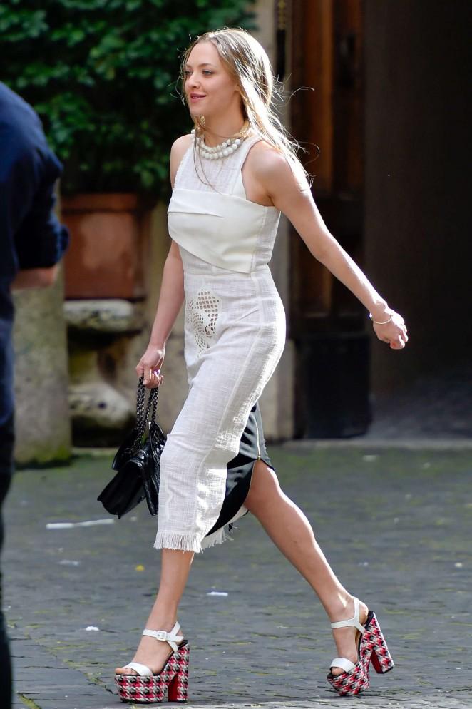 Amanda Seyfried: Photoshoot in Rome -48