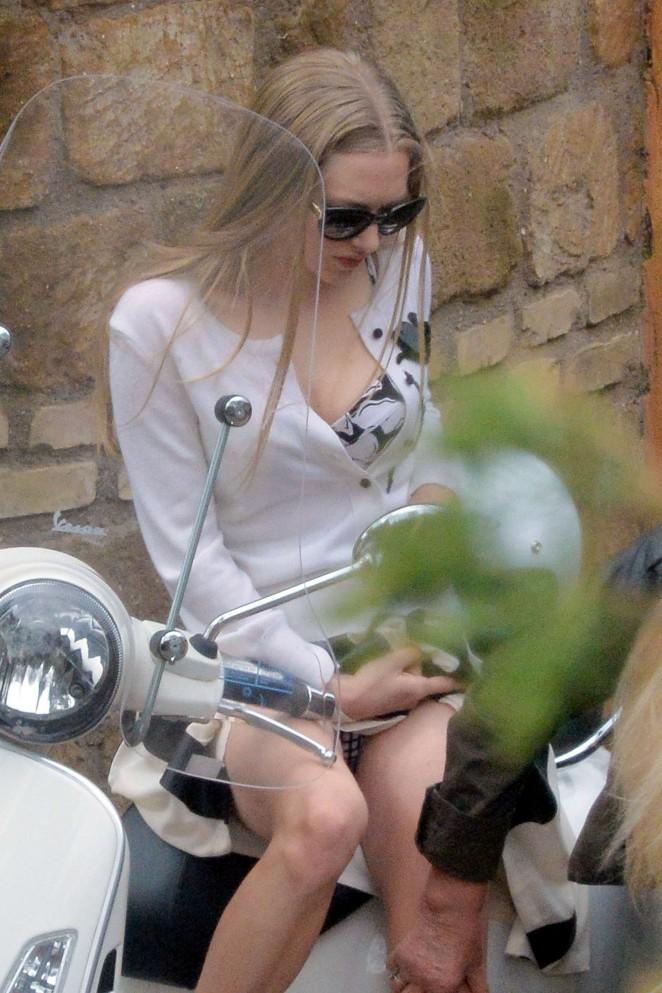 Amanda Seyfried: Photoshoot in Rome -59