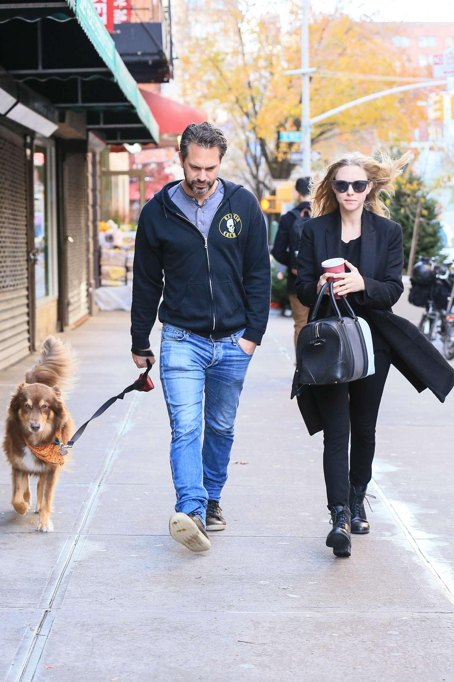 amanda seyfried with boyfriend out in new york 09 gotceleb