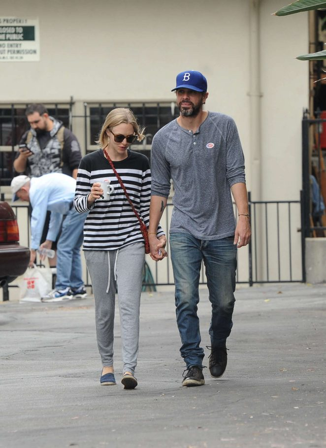 amanda seyfried with boyfriend thomas sadoski 04 gotceleb