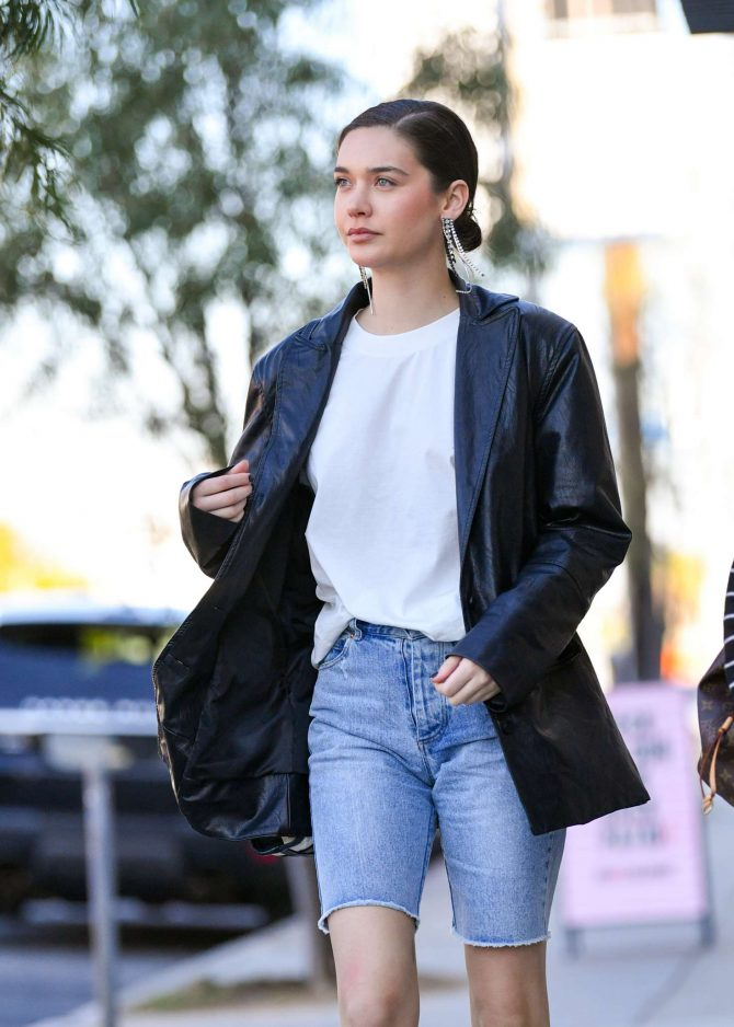 Amanda Steele - Out and about in LA