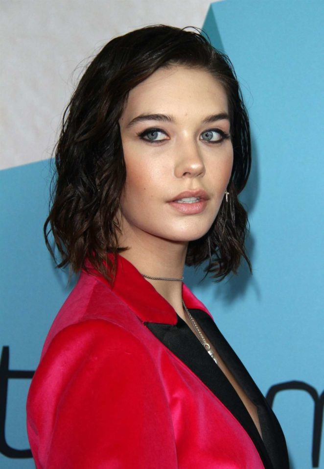 Amanda Steele – Streamy Awards Photocall 2017 in Beverly Hills