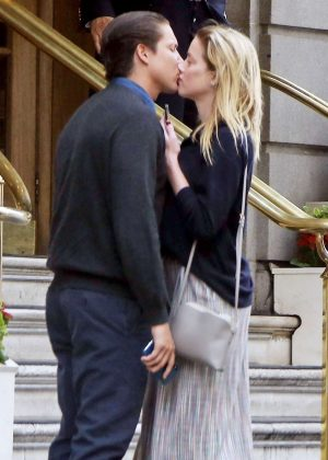 Amber Heard and Vito Schnabel - Sharing a kiss in London